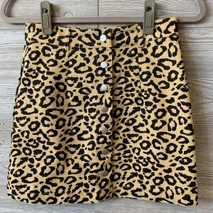 ✨LAST ONE✨Leopard button up skirt